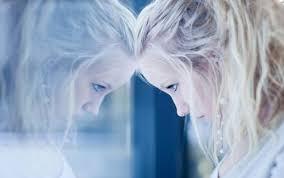 一人暮らしの寂しさは慣れる!?簡単に紛らわせる方法や対策