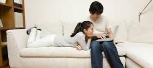 同棲で部屋を借りるのに契約者も連帯保証人も2人必要?審査や住民票の不安について
