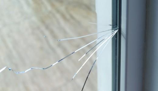 賃貸物件で窓ガラスがひび割れたら修繕費用はいくらかかる?